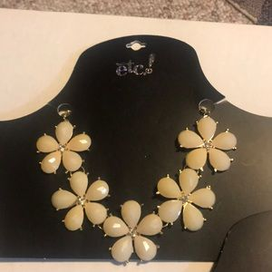 RUE21 necklace with flowers